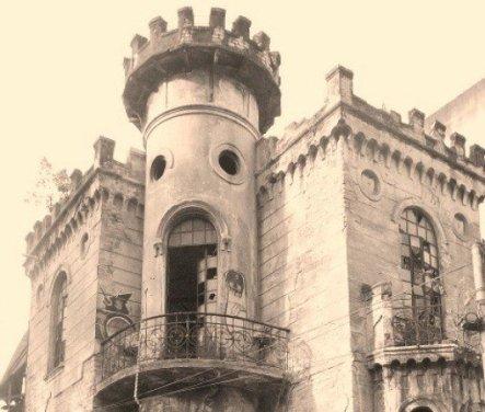 A famosa torre do Castelo da Rua Apa