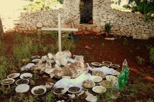As oferendas deixadas no cemitério