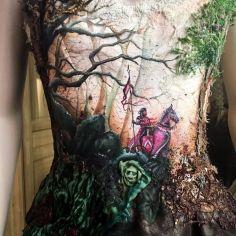 O herói e sua jornada estampam o vestido